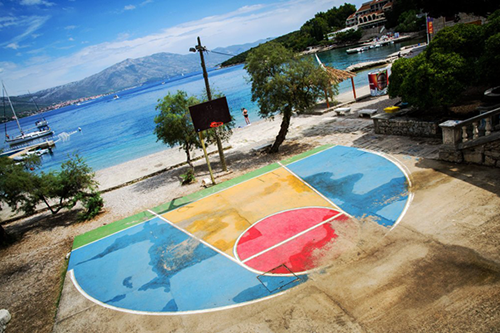 Basketball-Court-Next-to-the-Sea